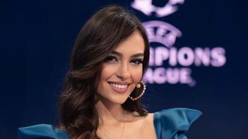 Şampiyonlar Ligi spikeri Eva Murati, tatil için Antalyada Formayı giydi