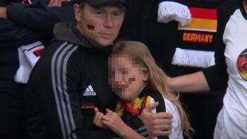 Son dakika - İngiliz taraftar minik taraftar, küçük Alman kıza sahip çıktı