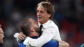Son dakika haberi - Şampiyonluk sonrası Roberto Mancini gözyaşlarını tutamadı