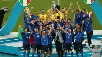 Gök-mavililer evine döndü! Kupa Roma'da