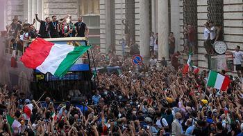 Son dakika - Avrupa şampiyonu İtalya Milli Takımı, Roma'da şampiyonluk turu  attı