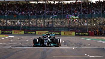 F1 Büyük Britanya Grand Prix'sinde sıralama turlarının galibi Lewis Hamilton