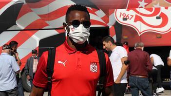 Son dakika haberi: Sivassporda yeni transferin bel kemiklerinin kenarında kırık tespit edildi