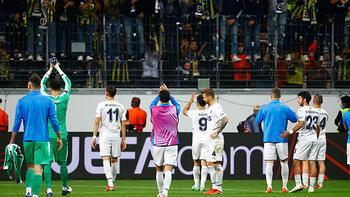 Son dakika - Fenerbahçe'de futbolculardan dikkat çeken görüntü! Alkış topladı