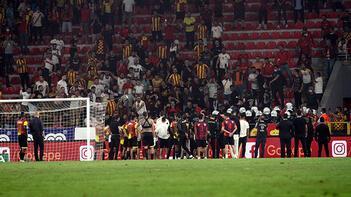 Son dakika haberi: Göztepe'de tribünlerden oyunculara protesto