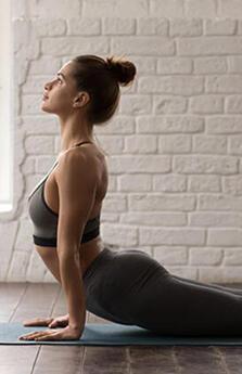 Karın kaslarını çalıştıran yoga pozları
