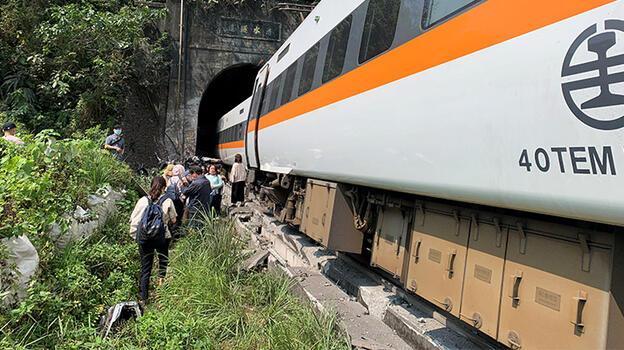 Son dakika: Dünya şokta! Tren raydan çıktı: Çok sayıda ölü ve yaralı var