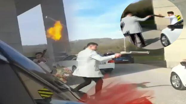 Yolu trafiğe kapattı! Silahı peş peşe ateşledi...