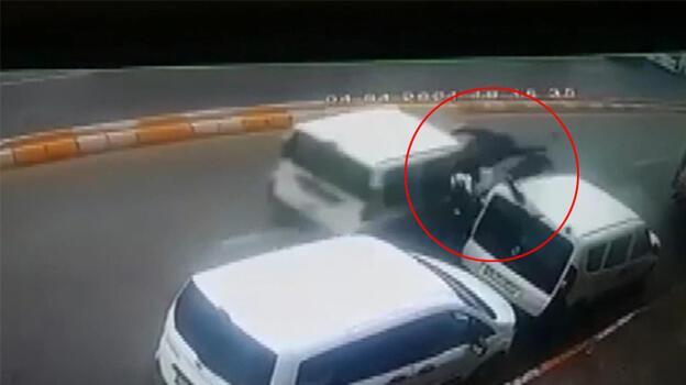 Feci kaza! Polis kaçan sürücüyü arıyor