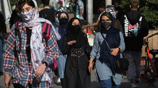 İran'da yüksek riskli şehirlerde iş yerleri 10 gün kapalı kalacak