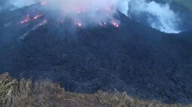 Son dakika... Dev patlama! Karayipler'de yanardağ 'kükredi'