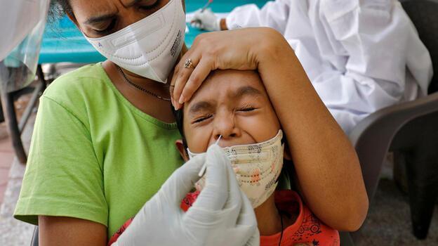 Hindistan'da yeni rekor kırıldı! Bir günde 145 bin vaka