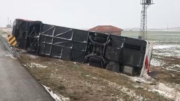 Kırşehir'de yolcu otobüsü devrildi! Yaralılar var...