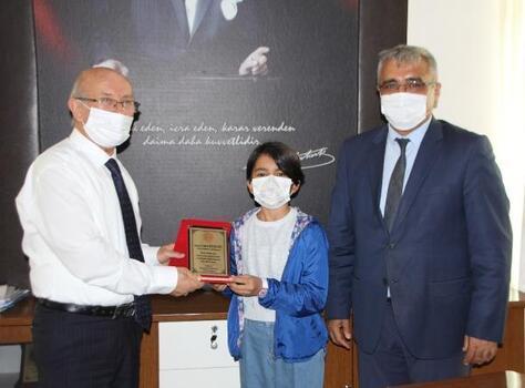 Kaymakam Kurdoğlu öğrencileri ödüllendirdi