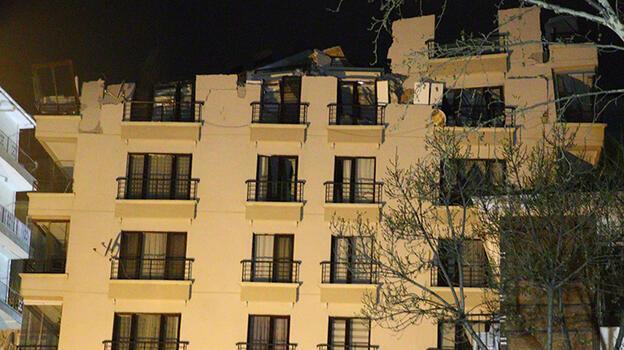 Ankara'da temeli kayan apartmanda yıkım çalışmasına ara verildi