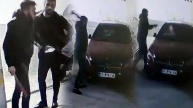 Otoparkta, otomobile tekmeli- sopalı saldırı! Her yerde aranıyor