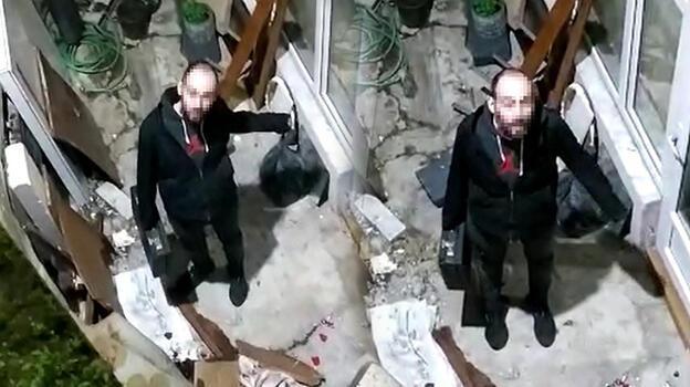 Polisten kaçarken apartmanın havalandırma boşluğunda mahsur kaldı