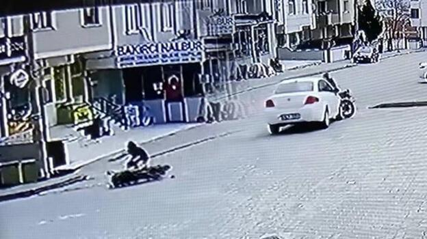 Otomobilin çarptığı motosikletin sürücüsü yaralandı!