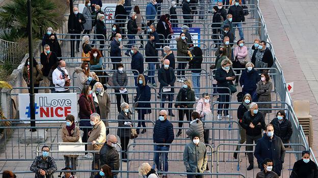 Fransa'da son 24 saatte 34 bin 895 Kovid-19 vakası kaydedildi