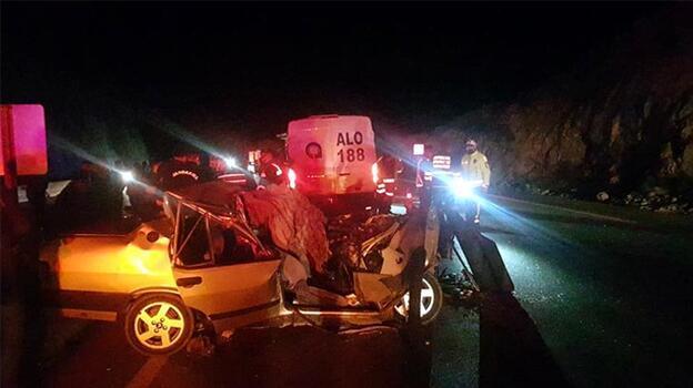 Gece yarısı feci kaza! İki kişi hayatını kaybetti