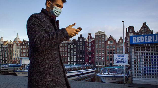 Hollanda'da tiyatrolar sosyal mesafe olmadan açılabilir