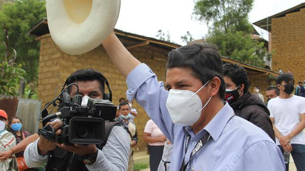 Peru'daki seçimlerin ilk turunda sürpriz: Solcu sendikacı sandıktan birinci çıktı