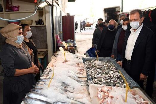 Başkan Seçer, Tarsus'ta pazar esnafını ziyaret etti