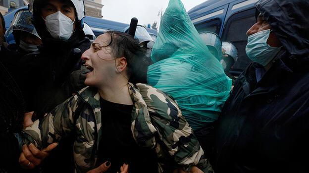 İtalya'da Draghi hükümeti Kovid-19 tedbirleri nedeniyle protesto edildi