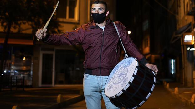 İstanbul'da ramazan davulcuları mesaiye başladı