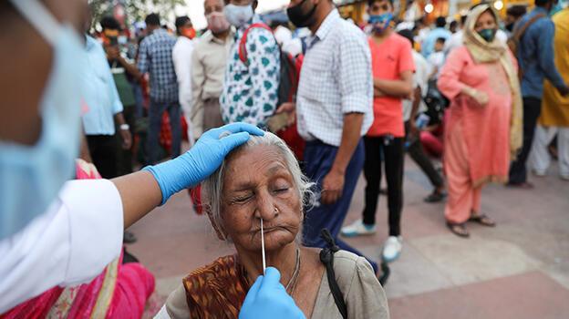 Hindistan'da koronavirüs vakaları düşmüyor: 161 bin