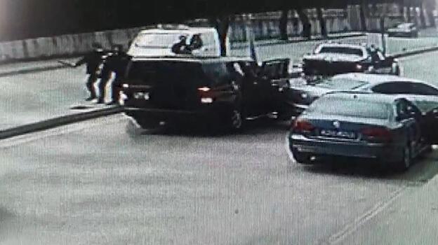 Çekmeköy'de cipe silahlı saldırı kamerada; Yaralıları da alıp kaçtılar