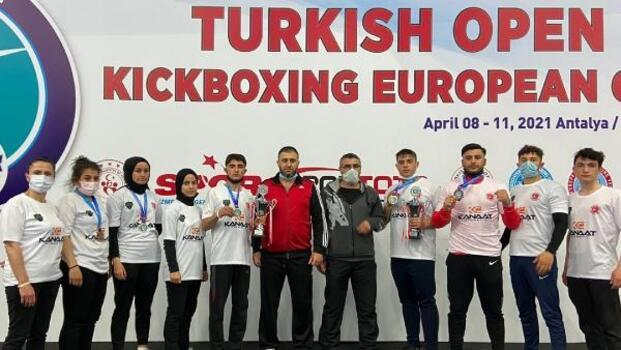 Meram Belediyesporun kick bokscuları Konya'ya 5 madalya getirdi