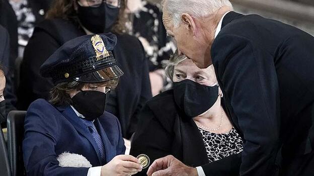 Son dakika... Biden'dan Kongreye saldırısında yaşamını yitiren polisin naaşına ziyaret