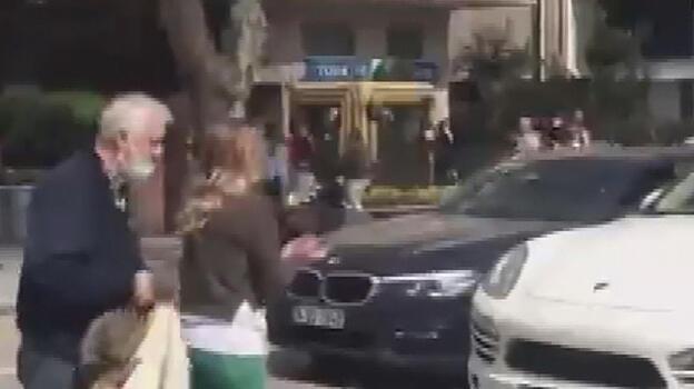 Sinir krizi geçiren kadın trafiği birbirine kattı!