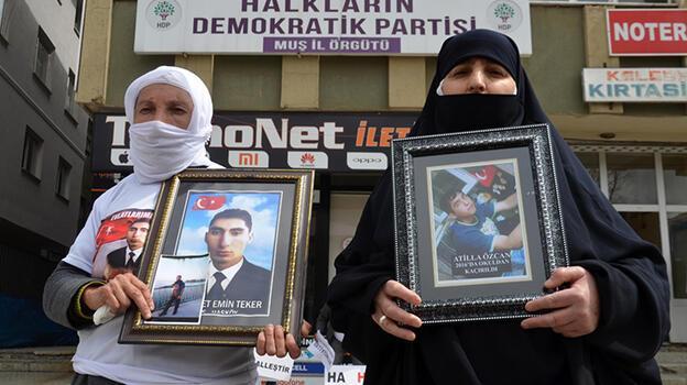 Muş'ta 2 ailenin HDP önündeki evlat nöbetine destek