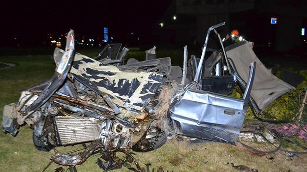 Edirne'de otomobil köprü ayağına çarptı: 1 ölü, 2 yaralı