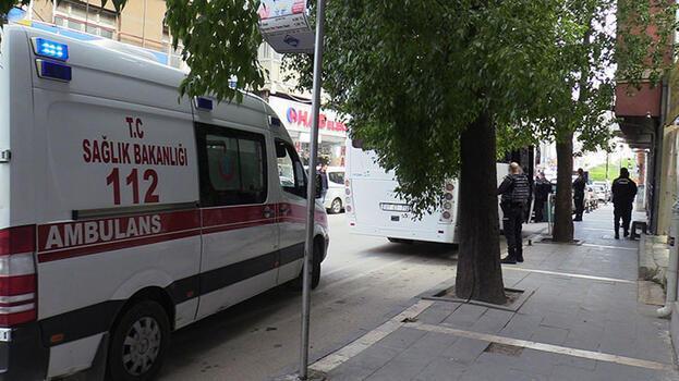 Adana'da bıçaklı saldırıya uğrayan kişi yaralandı