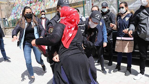 Son dakika... HDP'liler görüntü çekti, Van'da ortalık bir anda karıştı