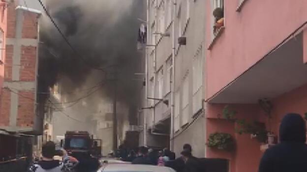 Son dakika... Esenler'de korkutan yangın! 1'i bebek 5 kişi kurtarıldı