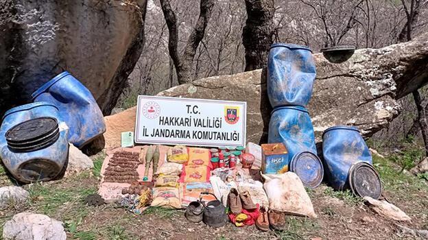 Hakkari'de PKK'lı teröristlere ait mühimmat ve yaşam malzemeleri ele geçirildi