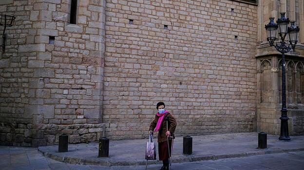 İspanya'da Kovid-19 nedeniyle son 24 saatte 126 kişi öldü