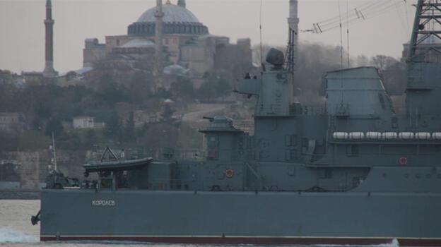 Rus savaş gemileri Boğaz'dan geçti! Dikkat çeken detay...