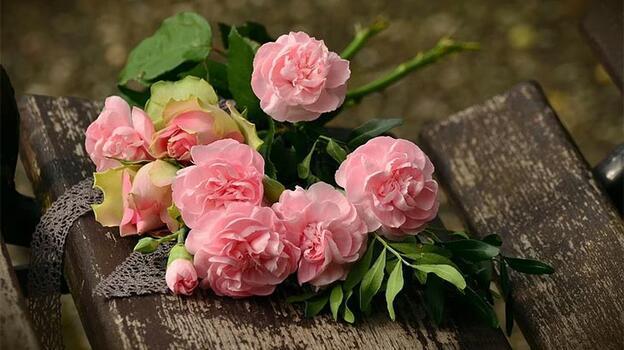 Gençler çiçek hediye etmeyi seviyor
