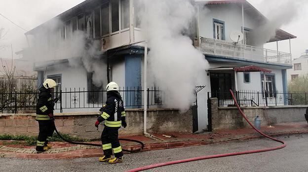 Konya'da evde yangın! 7 kişilik aile son anda kurtuldu