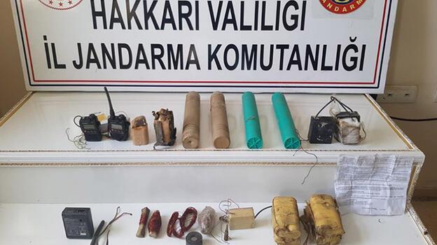 Hakkari'de PKK'ya yönelik operasyonda patlayıcı yapımında kullanılan malzemeler ele geçirildi