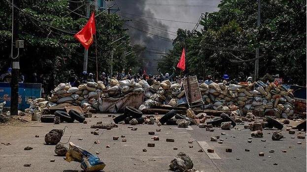 Myanmar'da ölenlerin sayısı 737'ye çıktı