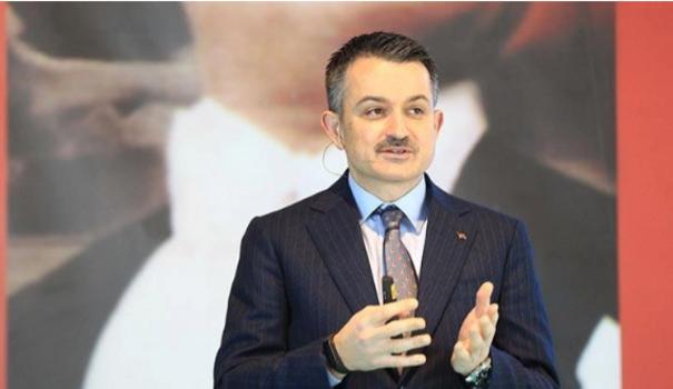 Pakdemirli, İzmir'de üreticilere yerli fide ve tohum dağıttı