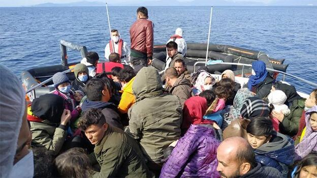 İzmir açıklarında Türk kara sularına itilen sığınmacılar kurtarıldı