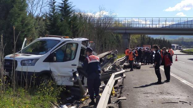 Karayolları kamyoneti kaza yaptı! 1 kişi öldü 1 kişi yaralandı