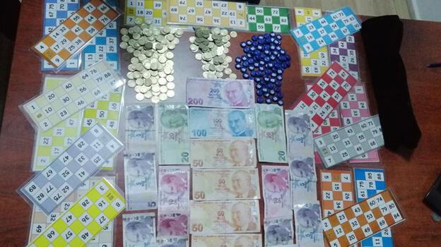 Koronavirüse rağmen villada tombala oynayan 32 kişiye para cezası